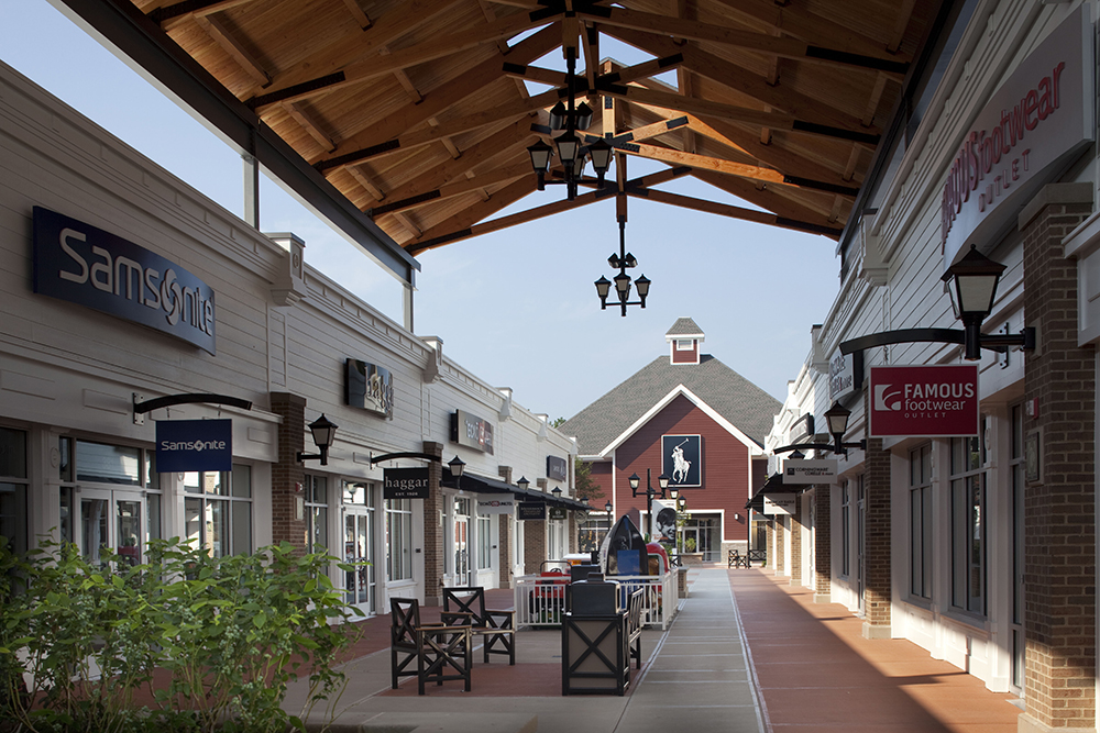 Merrimack Premium Outlets Covered Retail