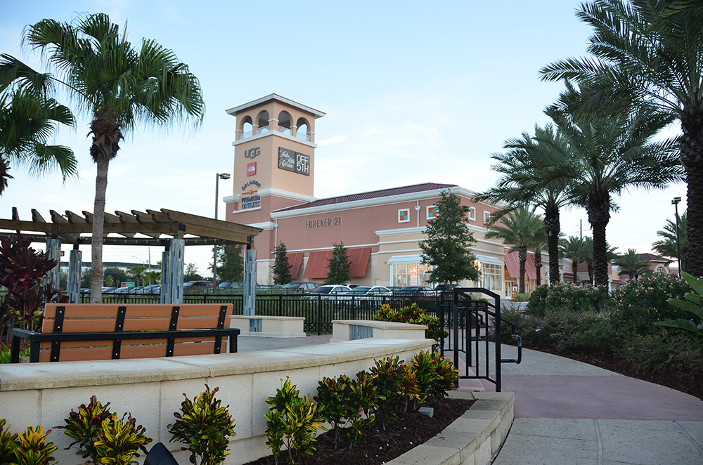 Orlando Premium Outlets Vineland Forever 21 Entry Plaza Seating Area