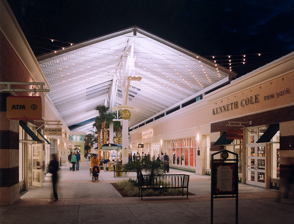 Orlando Premium Outlets Vineland Plaza de las Luces at Night